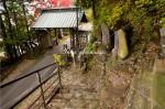 観音寺の山門 鉢石山